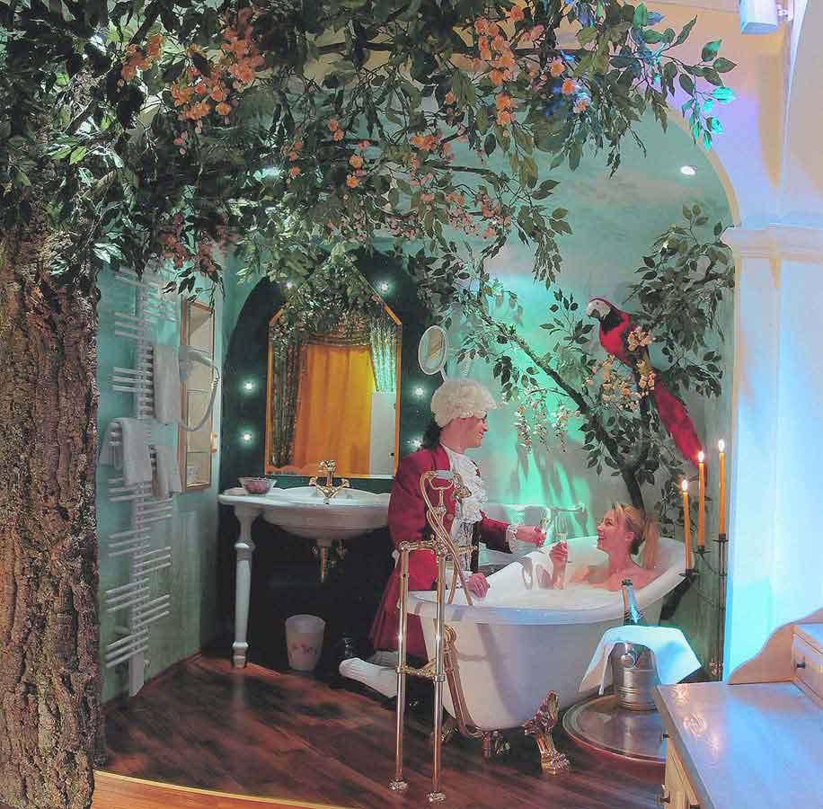 Stimmungsvolles offenes Bad mit Themen Ausstattung Interior Design von Milo