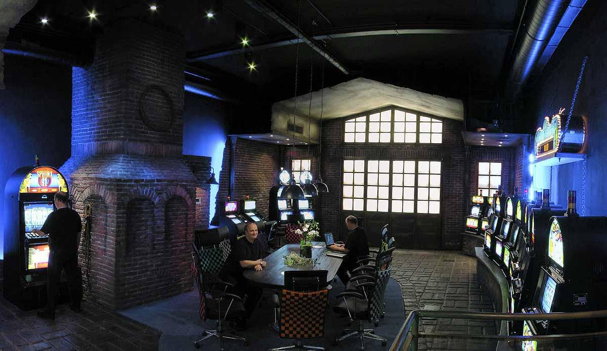 Atronic Graz - Gesamtansicht der gelungenen Showroom Schauraum Ausstattung im Interior Design von Milo