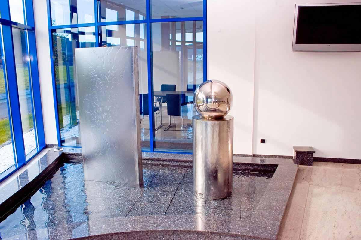 Bikar Metalle - Metall Wasser Objekte im Foyer Bereich