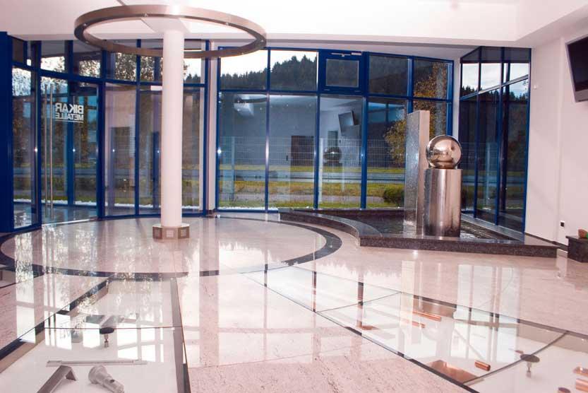 Bikar Metall Werk 3 - Blick zum Eingang - Innenraum Interior Design Planung Milo