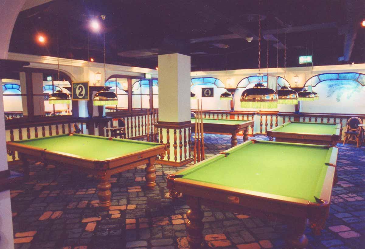 Spielothek Köln - Spielhallen Entertainment wie Billard und Arcade Spielgeräten - in der Raum Ausstattung und Interior Design Planung von Milo