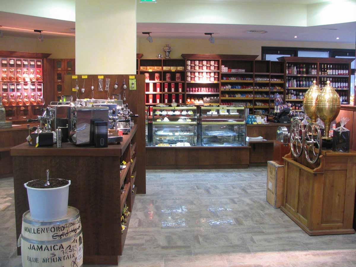 Kaffee Shop im Coffee In - Spzealitäten und Raritäten in einer Antik Design Ausstattung und Planung von Milo
