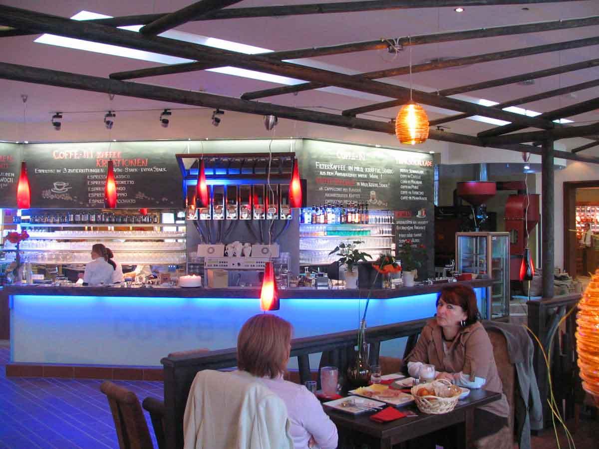 Coffee In - Kaffee Barista Schank Bar und Getränke Ausgabe in der Themen Restaurant Interior Design Ausstattung von Milo