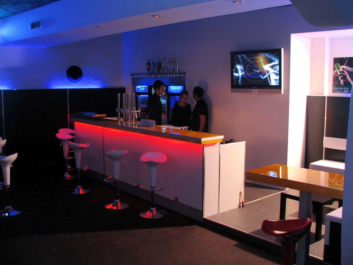 Discothek Disco Bar - einfache aber durch Licht Design Planung - wirkungsvolle Ausstattung