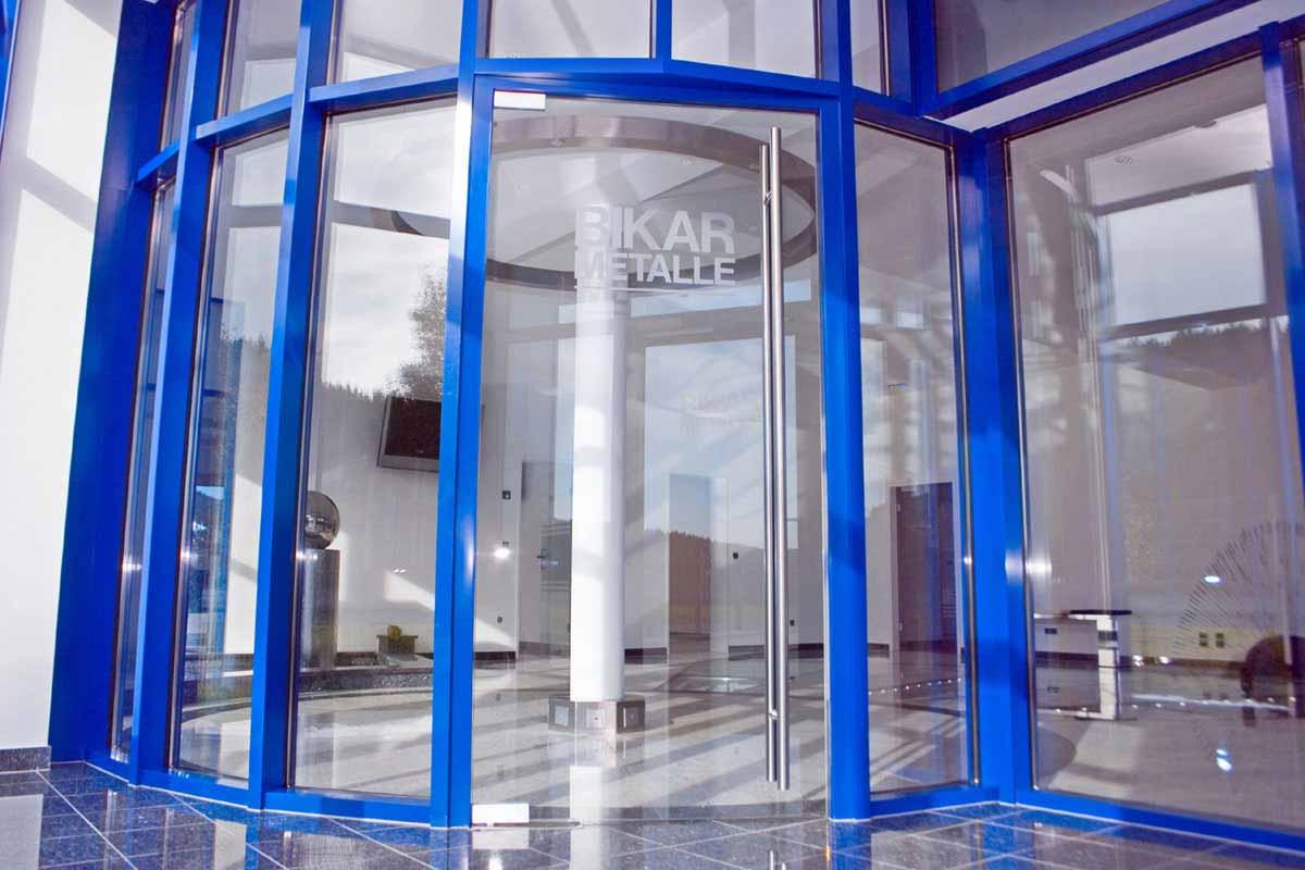 Eingang Bikar Metall Werk 3 - Blick in den Innenraum bzw. Foyer