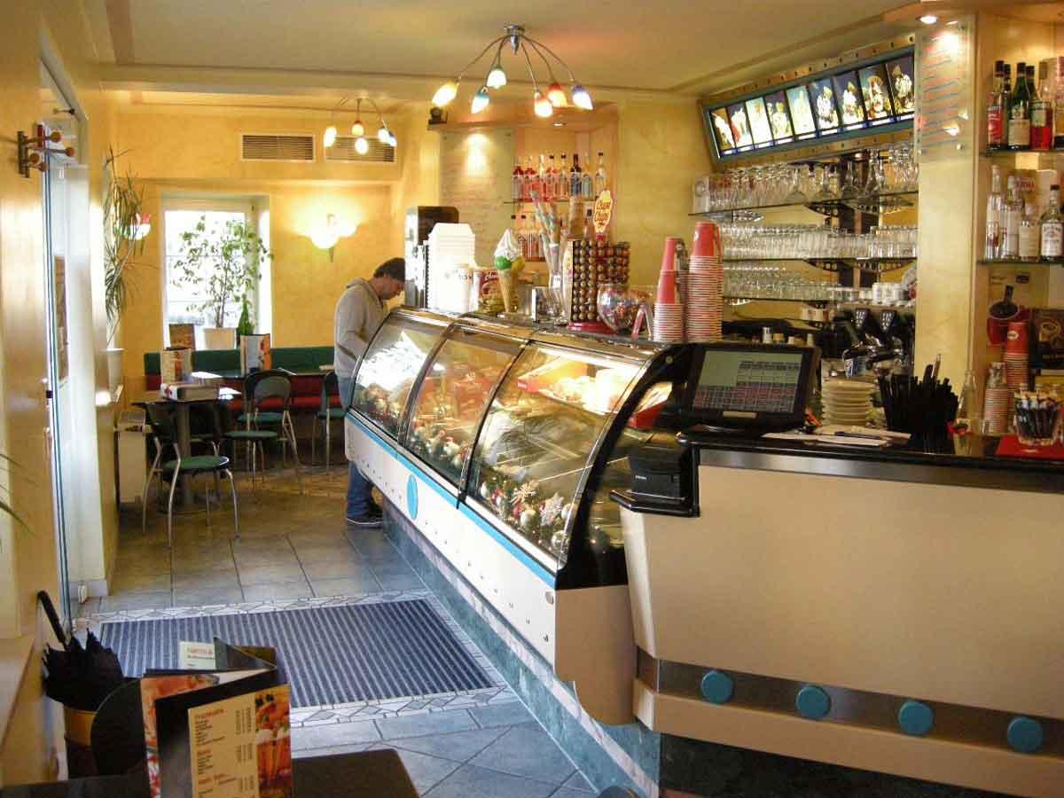 Eiskaffee Lokal - Bestandslokal vor Umbau