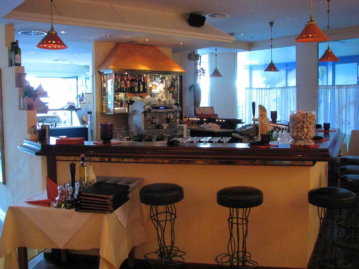 Pizzeria Restaurant Bar Ausstattung - Fabios - um dass sich das ganze Lokal gruppiert