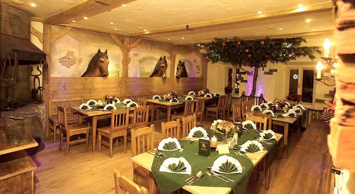 Restaurant Schmied Stüberl in der Alten Post - hier ohne Lichtstimmungen und Effekt Licht Design von Milo