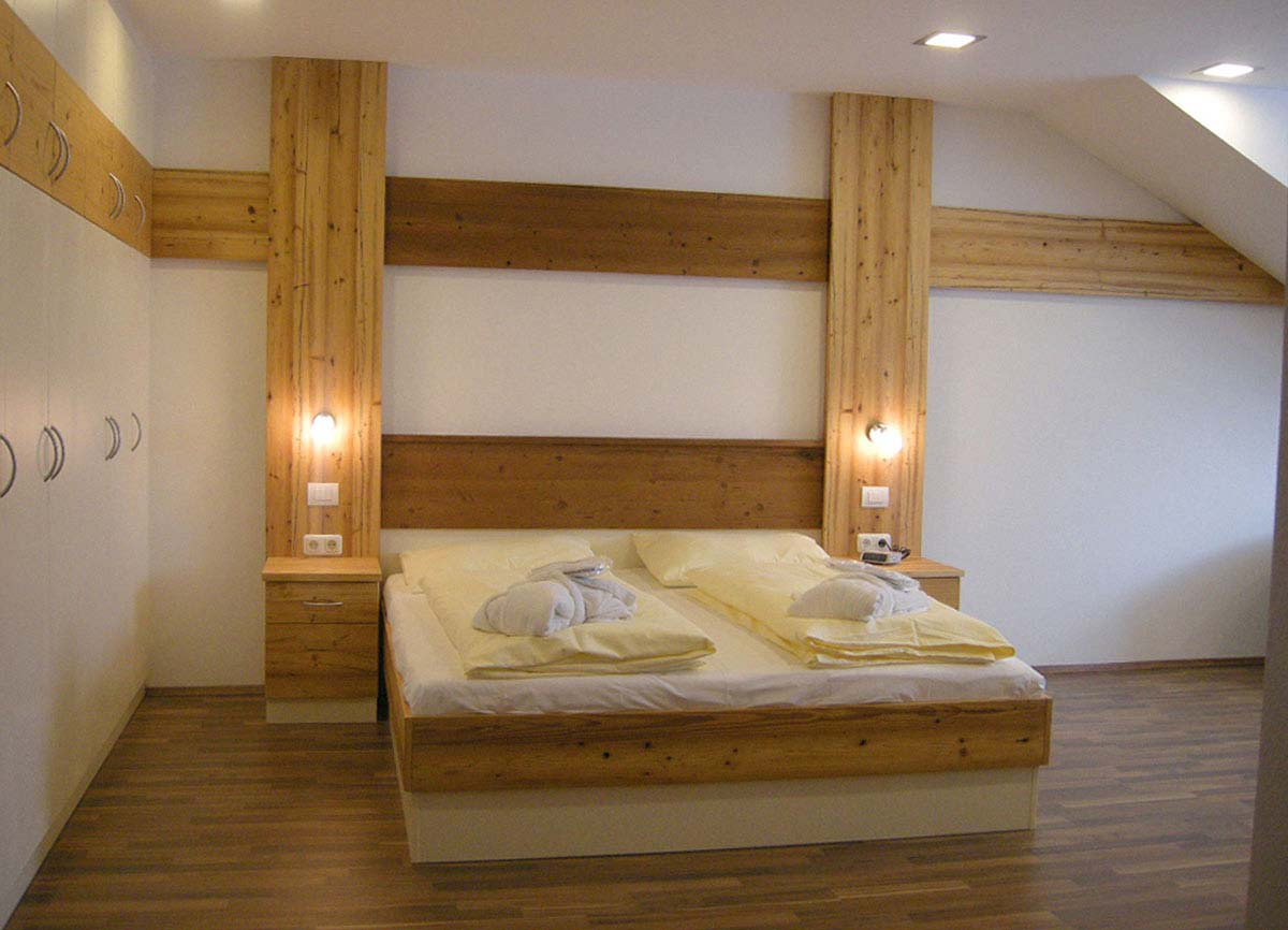 Hotel Montana Fremdenzimmer - dekorative Schrank und Wandgestaltungen