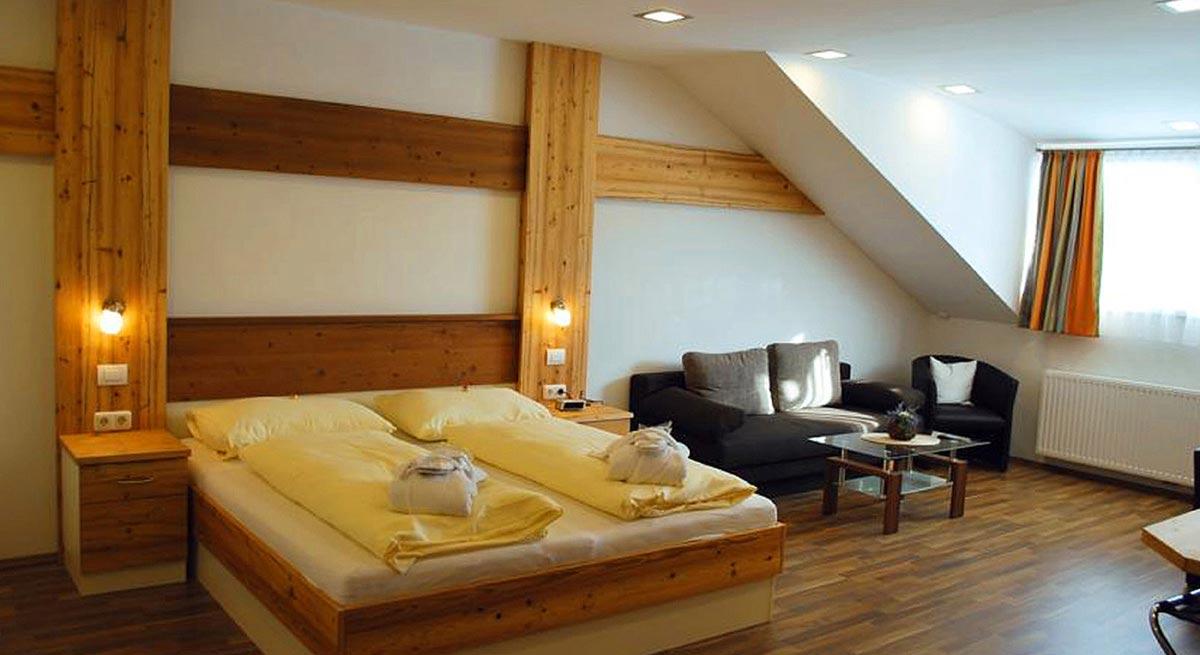 Hotel Montana Gästezimmer - freundliche helle Hotel Zimmer Ausstattung - in Milo´s Innenarchitektur Interior Design Planung und Ausstattung