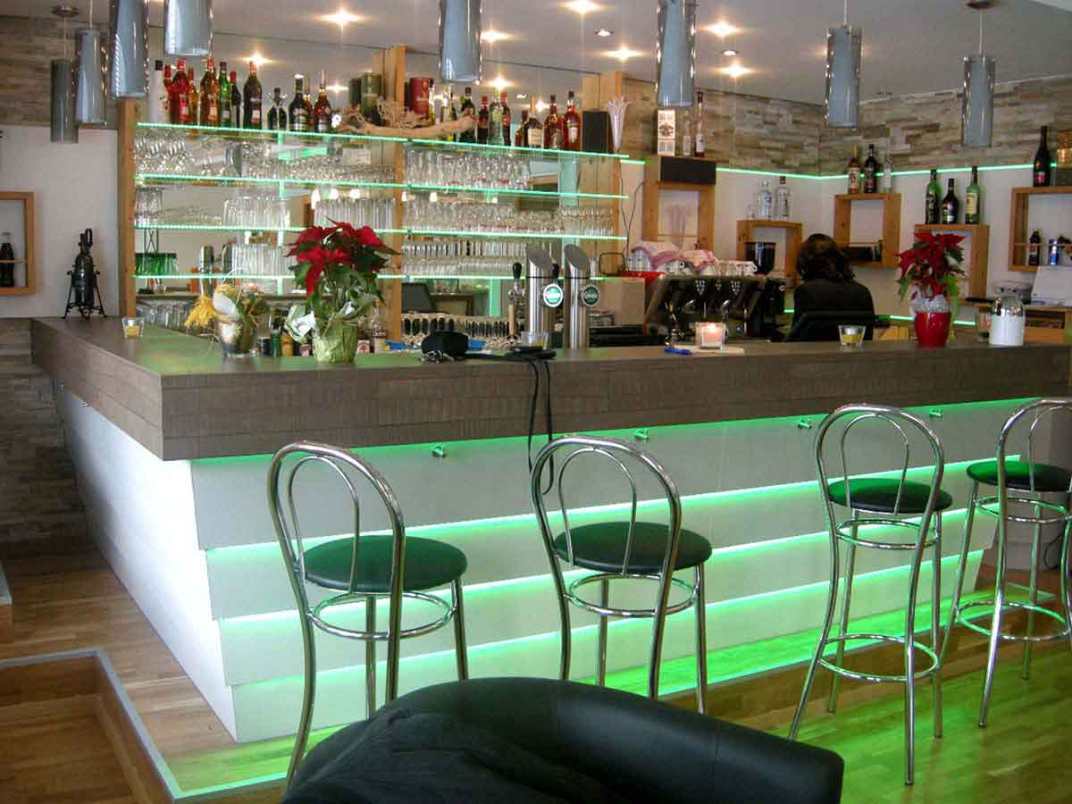 Hotel Montana - Restaurant Bar Ausstatung Realisierung - mit einer eleganten Licht und Interior Design Planung