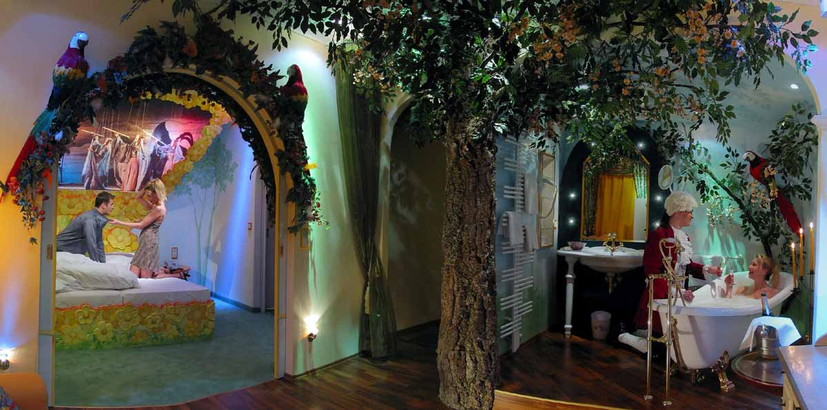 """Hotel Themensuit Salzburg - nach Mozart´s """"Zauberflöte"""" - Papageno Suite in Milo´s Dekoration Interior Design Planung"""