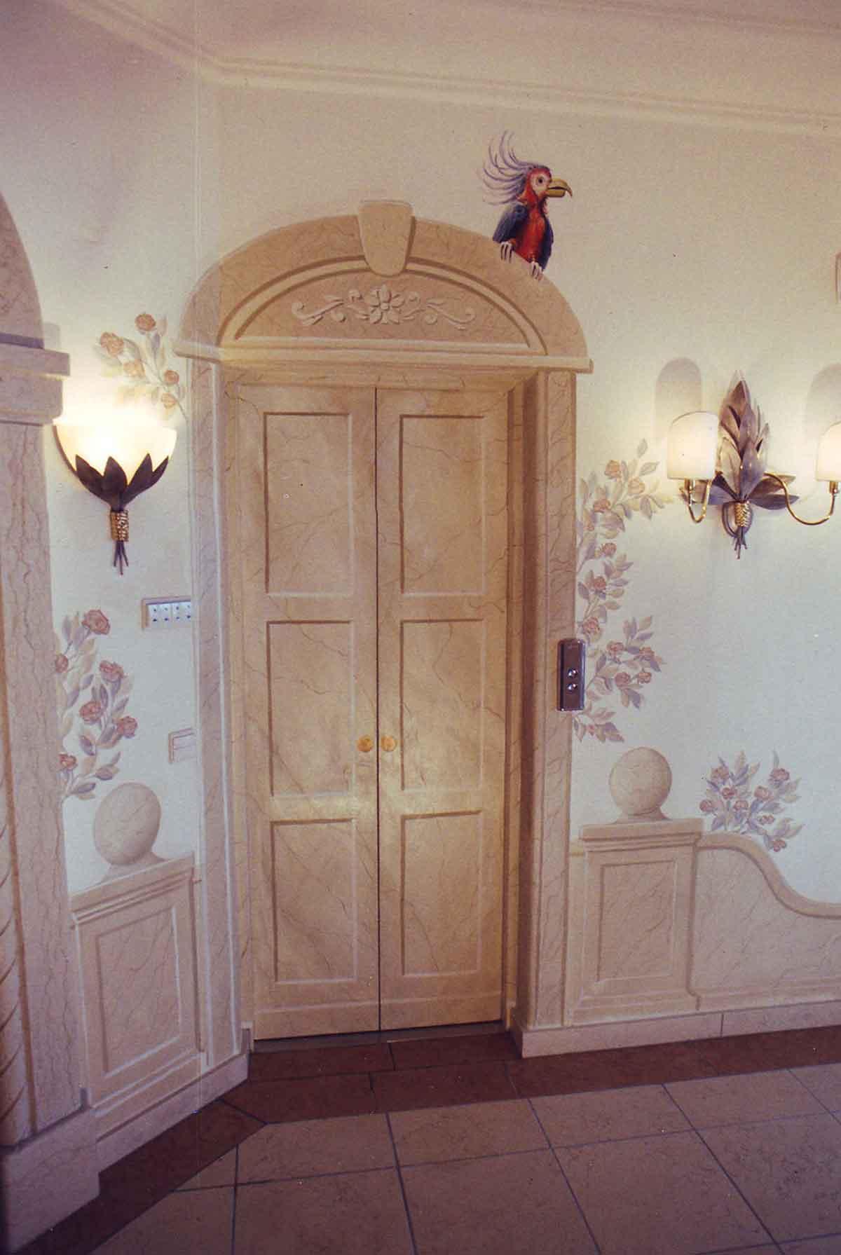 Lifttüren Kunstmalerei - realistische Malerei angepasst an die Materialien rundum