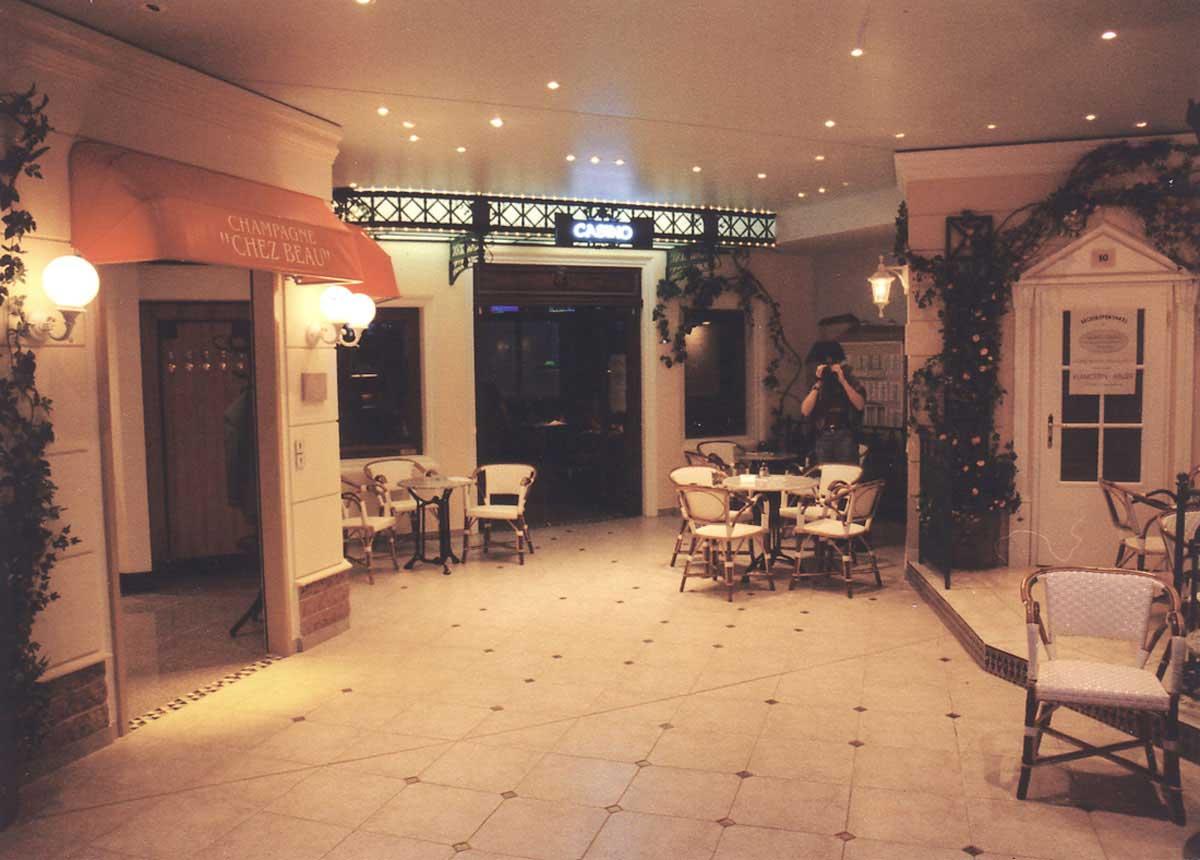 """Wettpunkt Casino Eingang """"Monte Carlo"""" - in den Wettbüro und Slot Machine Bereich - elegante Raum Interior Design Planungen Milo"""