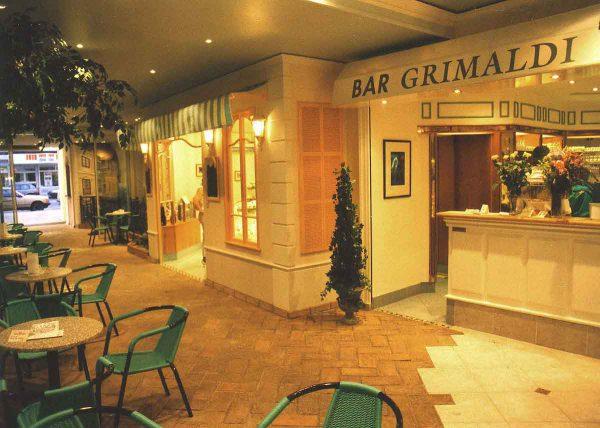 """Themen Casino Kaffee und Bar """"Monte Carlo"""" - mit Blick zum Eingang - in der Gastronomie Interior Design Planung von Milo"""