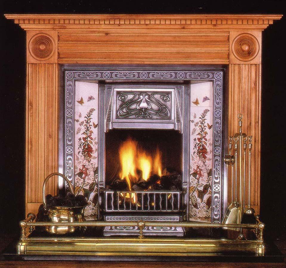 Moskauer Luxus Datscha - offener Holz Metall Kamin - ein gediegener Fireplace für eine Herrenzimmer Interior Design Ausstattung