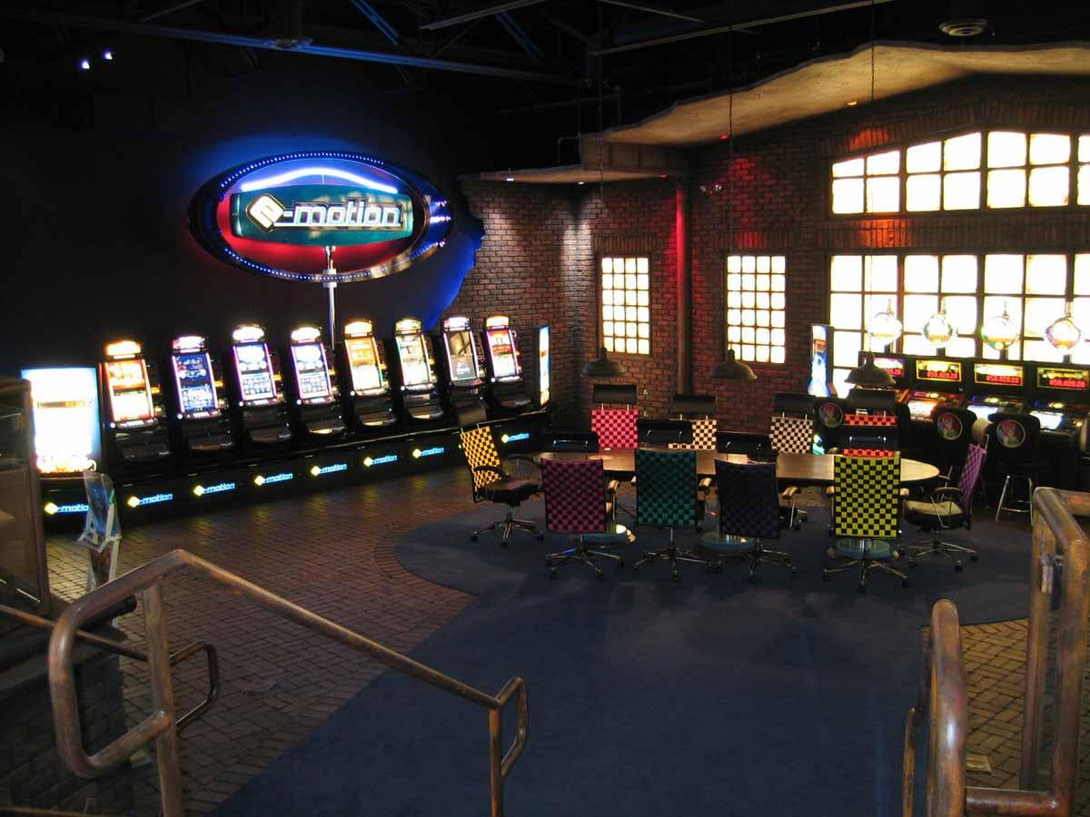 Showroom Schauraum Atronic in Phoenix USA - Blick auf Besprechungsbereich und Gerätepräsentation