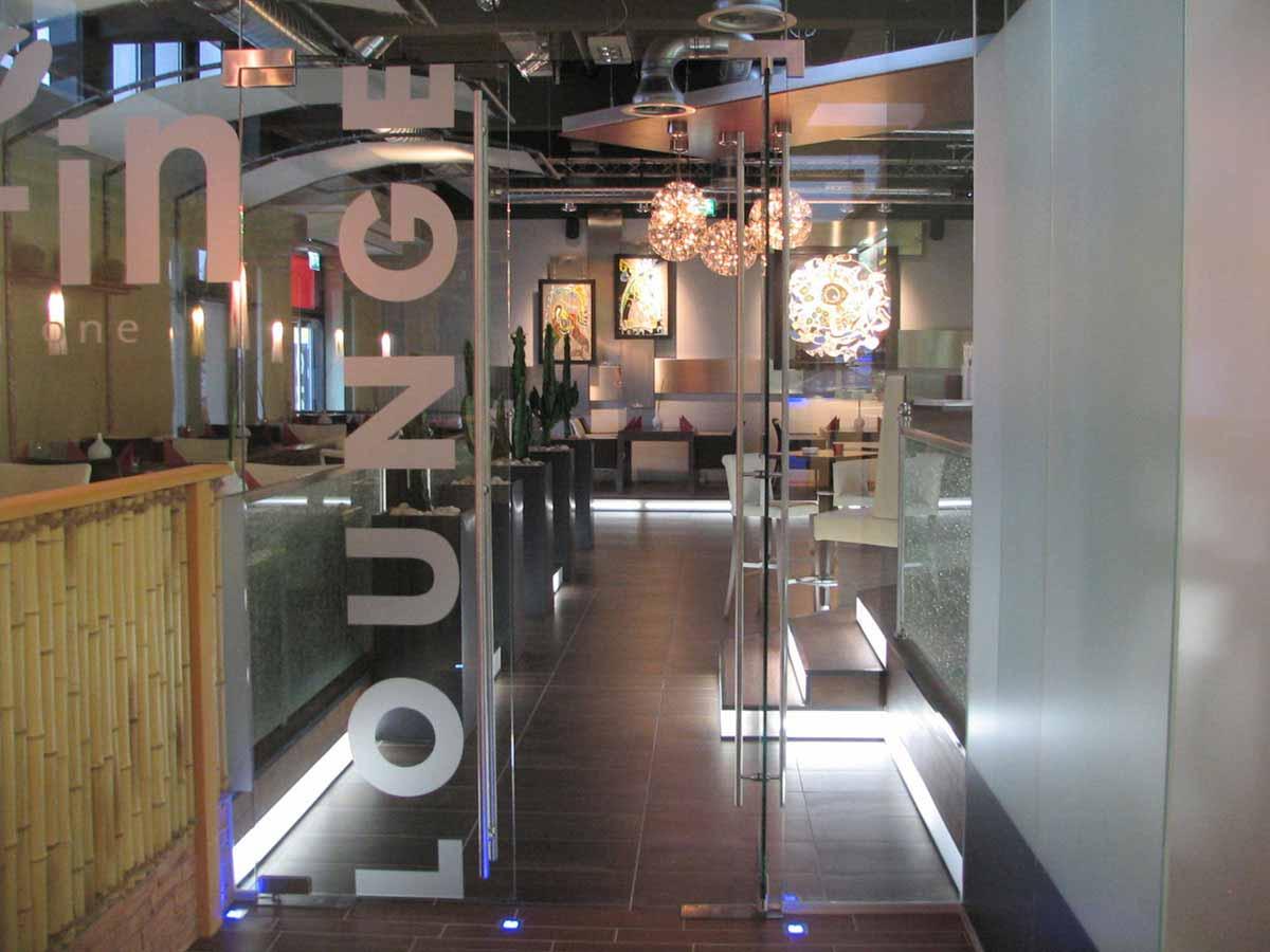 Coffee In Lounge Bar Eingang vom Restaurant her - ein elegantes Interior Design von Milo