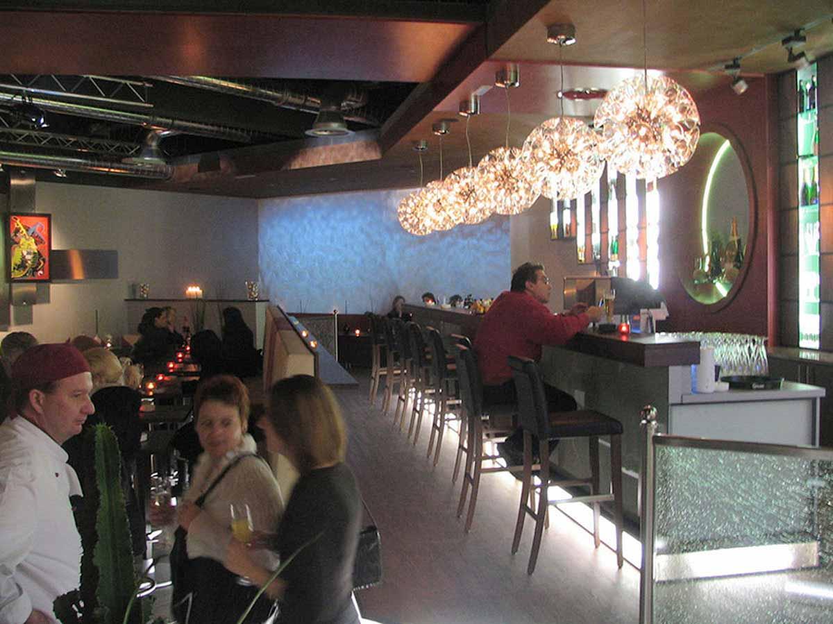 Salzburger Lounge Bar Coffe In - außergewöhnliches Innenarchitektur Interior Design - geplant von Milo
