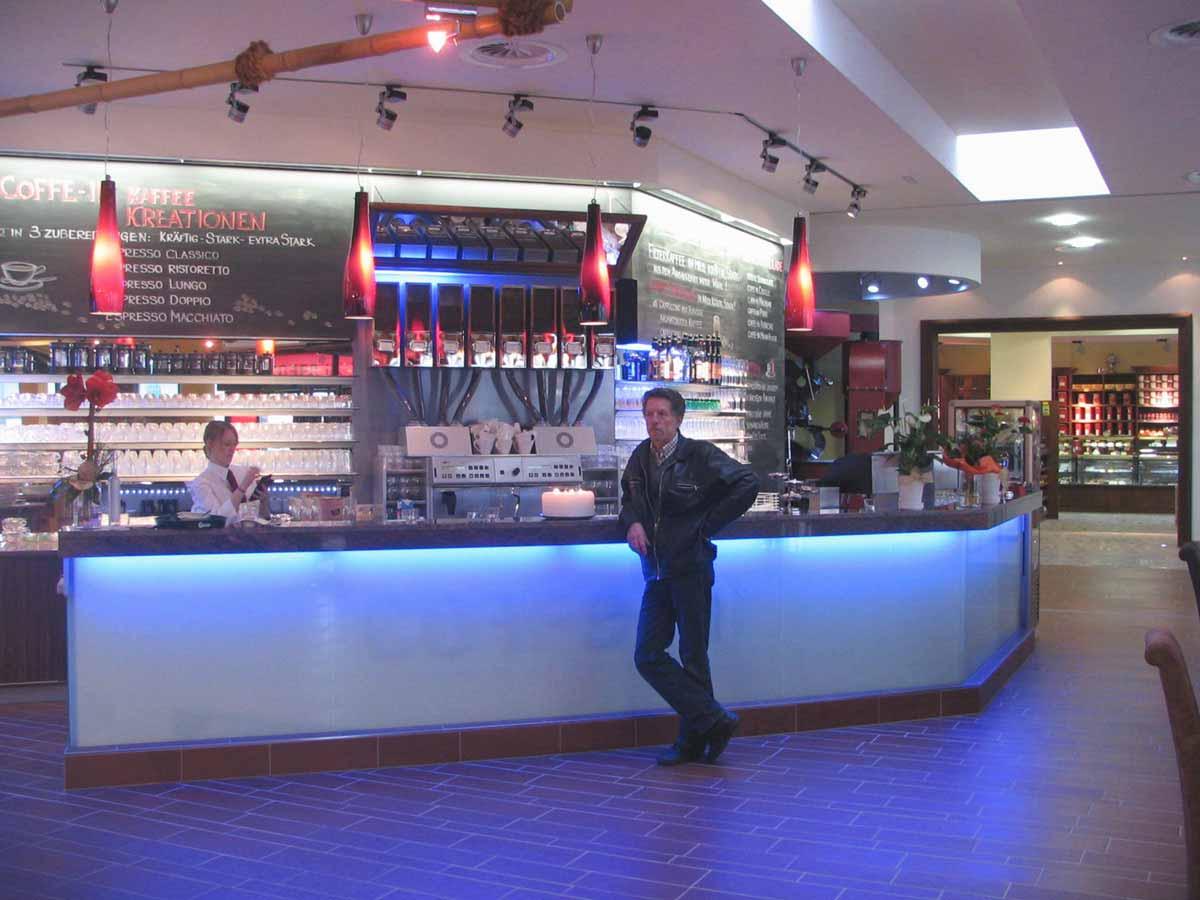 Getränke und Kaffee Barista Schank Bar in der Ausstattungs Design Planung von Milo