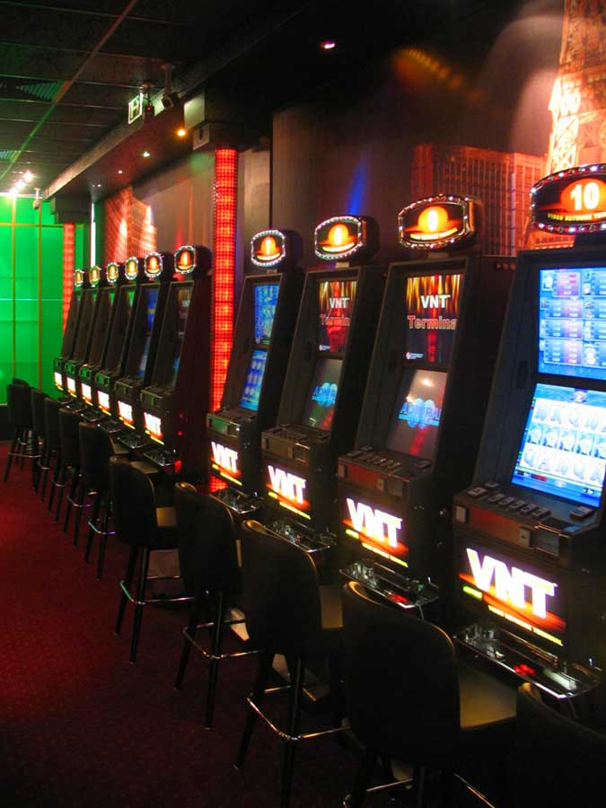 Wettpunkt Zentrale - Slot Machine Casino - Interior Design Milo
