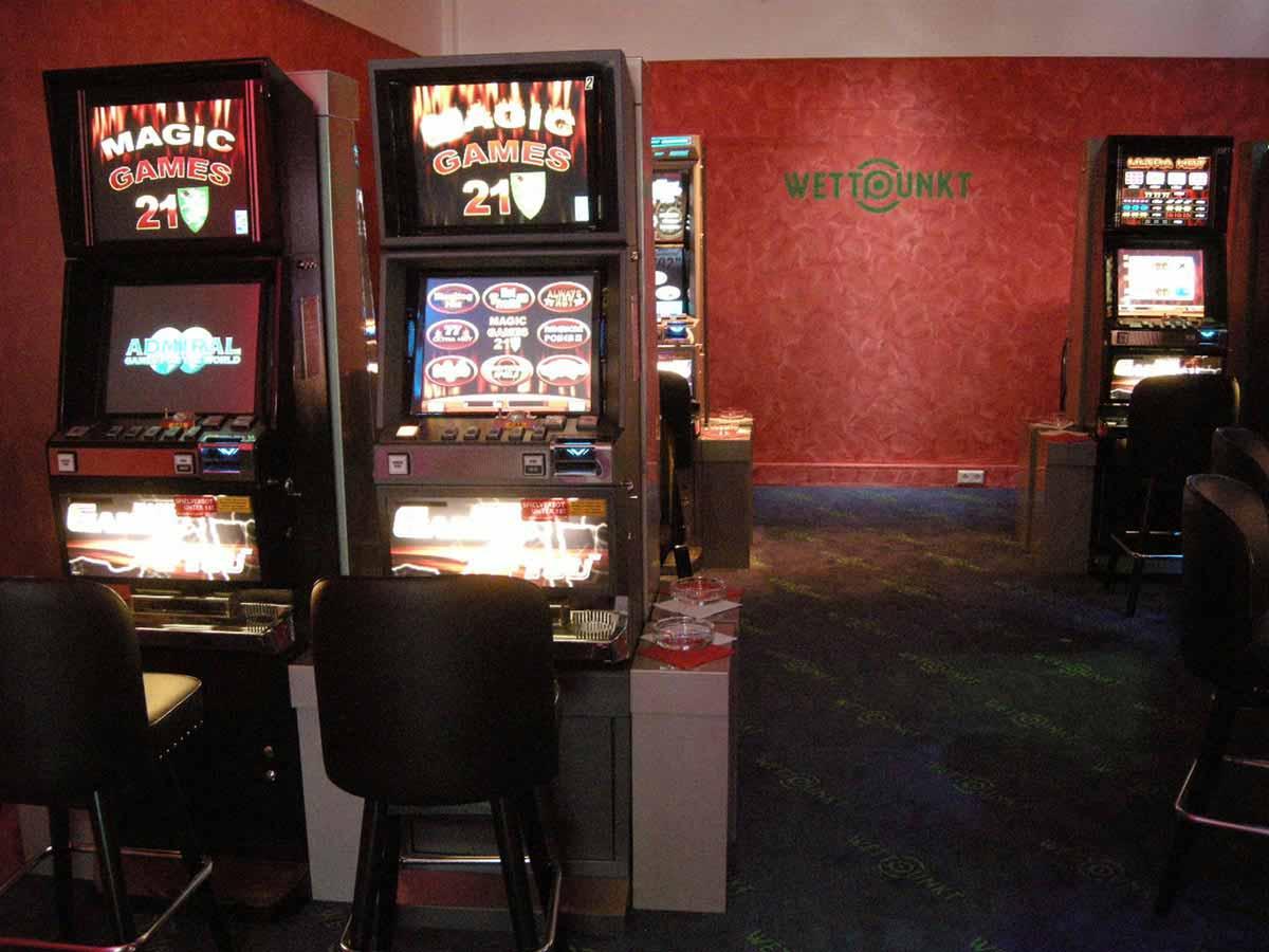Wettpunkt Slot Machine Casino - ein kleiner feiner Spielbereich für die Gäste - Interior Design Planung Milo