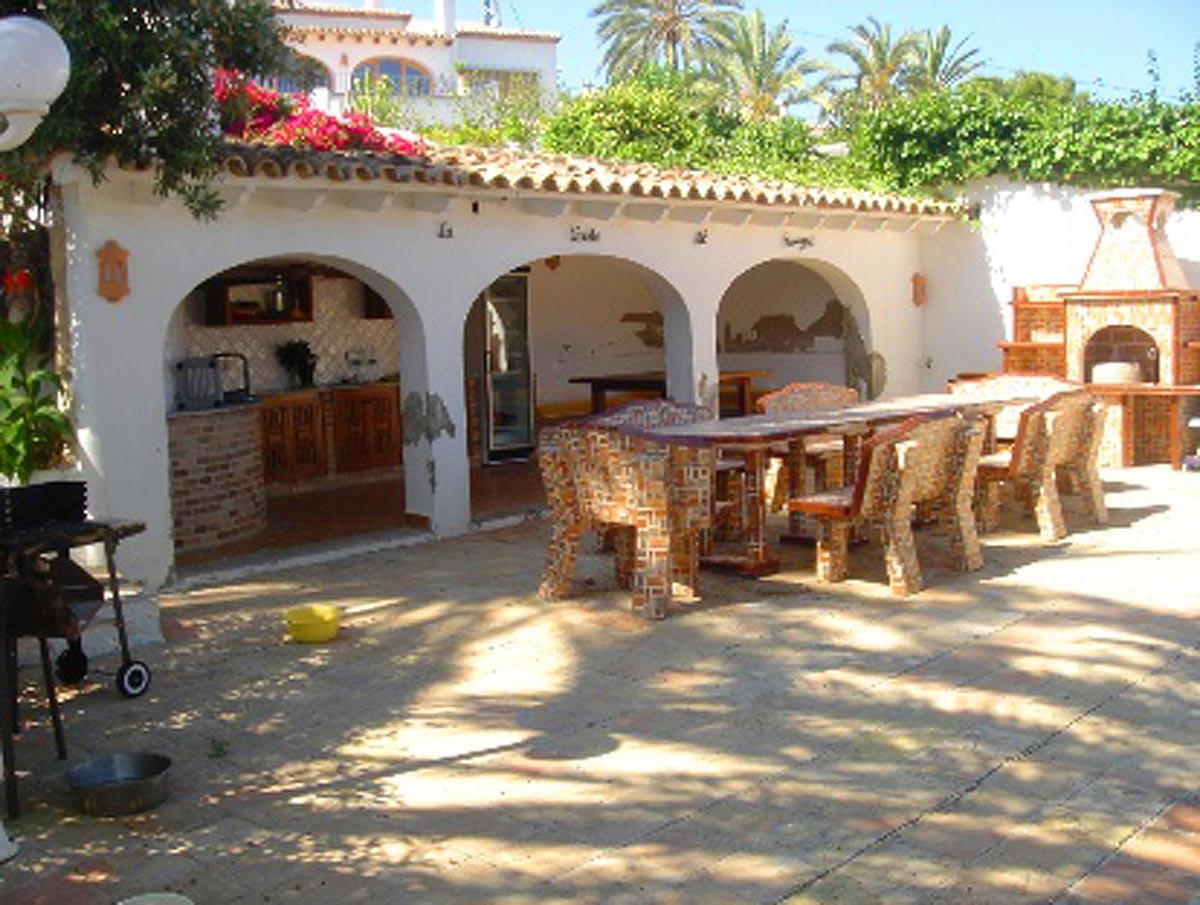 Spanien Luxus Villa Villen Ausstattung - Teil des Gartens - mit einer tollen Grillstation