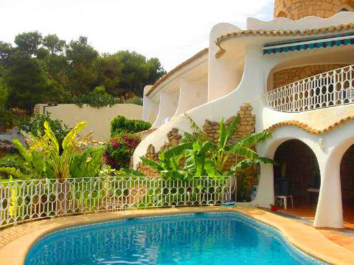 Luxus Villa Villen Spanien - Blick auf den Gästebereich und das Pool