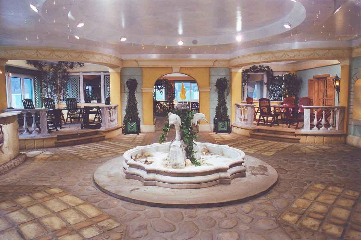 Eingangsbereich des Showrooms - eine Piazza - stimmungsvolles Interior Design und eine gelungene Ausstattung Realisierung