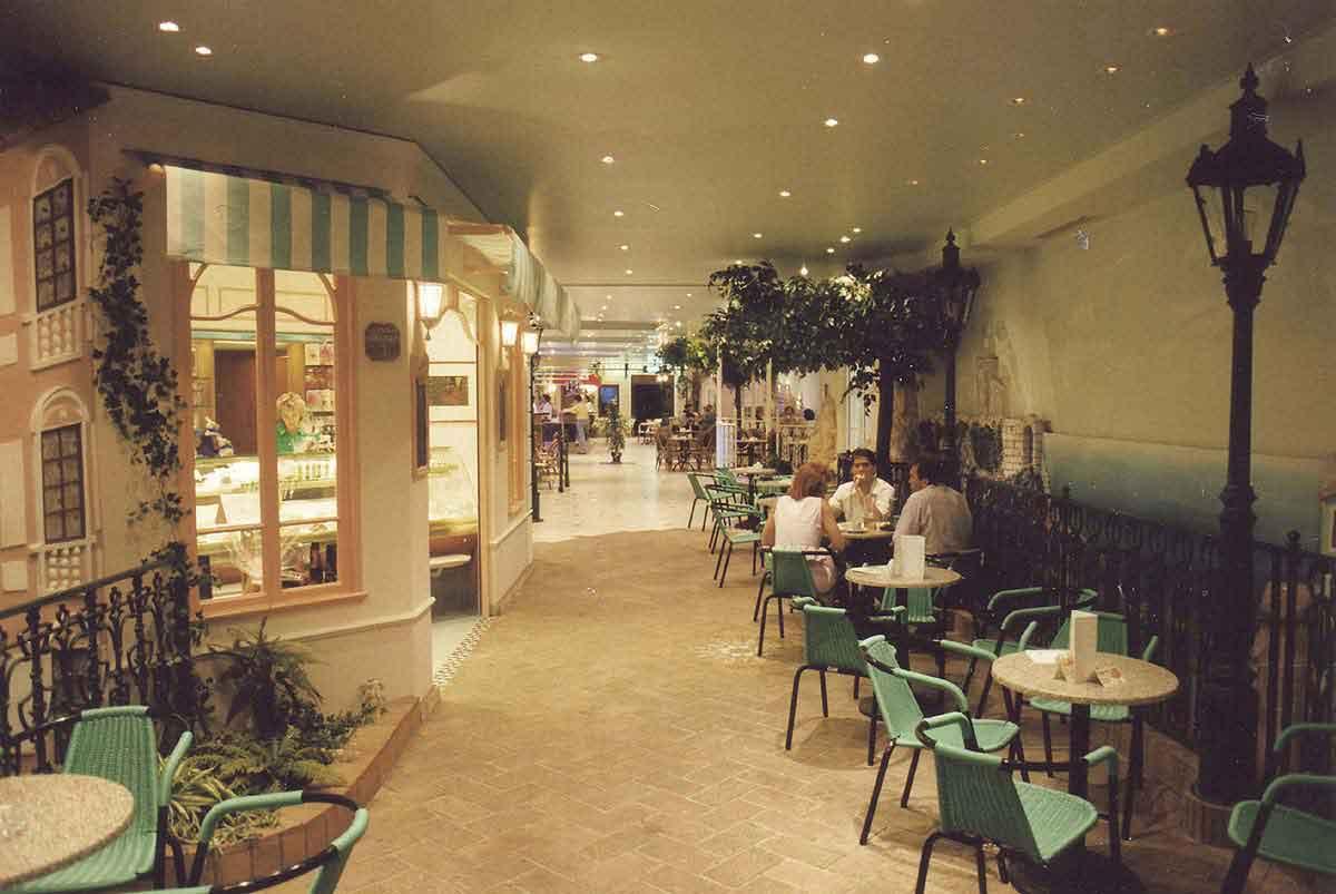 """Eingang Themen Casino und Gastronomie """"Monte Carlo"""" Wien - elegante stimmungsvolle Interior Design Planung und Ausführung Milo"""