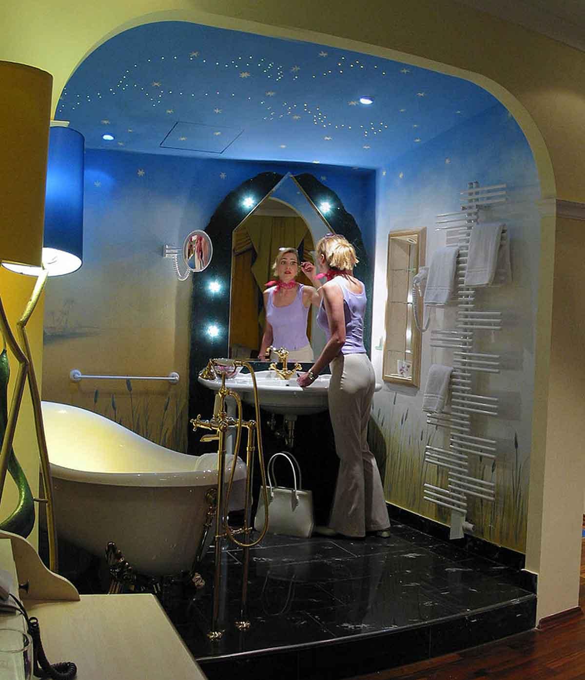 """Hotel Themen Suiten """"Königin der Nacht"""" - freundlich farbige Ausstattungs Gestaltung - Interior Design Milo"""