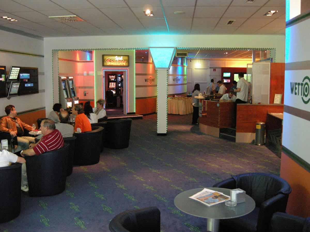 Eröffnungstag im Wettpunkl Casino Knittelfeld - ein reger Besucherstrom - Interior Design Planung Milo