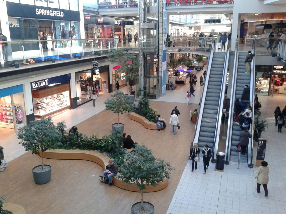 Wien Shoppingcenter Bestand - ein Bild vor dem Aufbau der Ice Free Kunststoff Eislauf Anlage