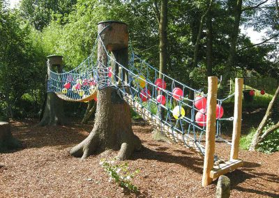 Kinder Garten Erlebnis Brücke und Klettersteig - eine spannende Kletterpartie - Ausstattung und Realisierung Milo