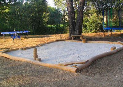 Kinder Garten Ausstattung - eine große Sandkiste für viele Sandburgen - Ausstattung Design Planung Milo